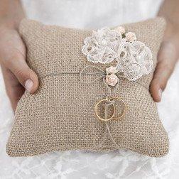 cuscino portafedi yuta per matrimonio shabby chic